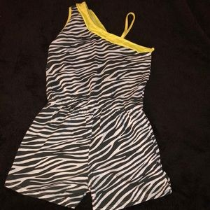 Other - Young girls striped romper